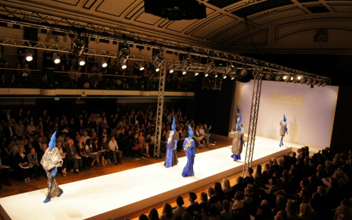 internet for fashion shows